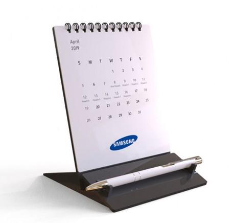 לוח שנה שולחני עם עט