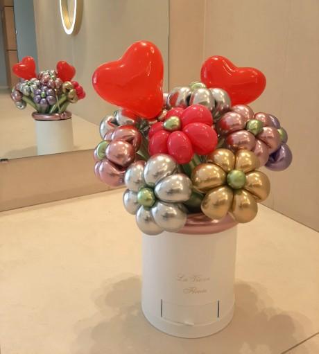 זר פרחים מבלונים בשילוב שוקולד